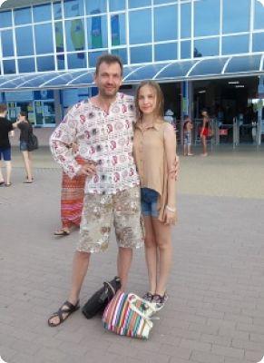 Маша и я рядом с аквапарком