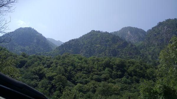 Верхушки гор впереди